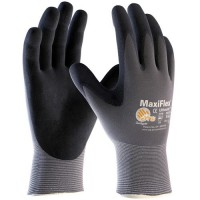 MaxiFlex Gloves keep hands cool and dry.
