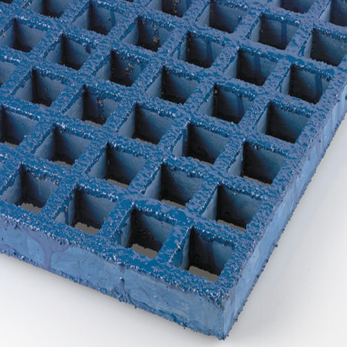 KorDek-II Grating is gritted on both sides and can be used with or without the stainless steel stand for a comfortable anti-slip surface.
