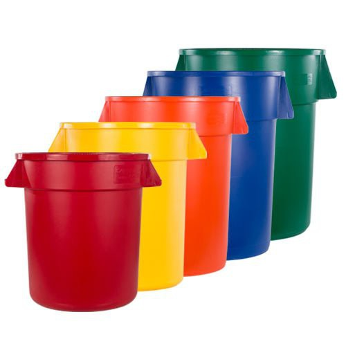 Carlisle Bronco Containers are available in 10, 20, 32, 44, and 55 gallon sizes.