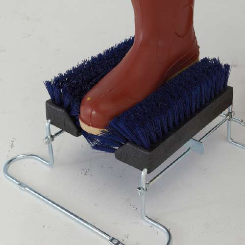 Cleans bottom and sides of boots.